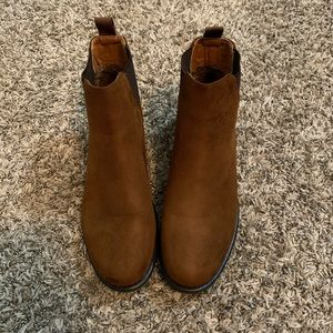 New without the box, brown, suede booties